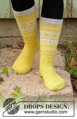 193-9 Lemon Pie Socks by DROPS Design