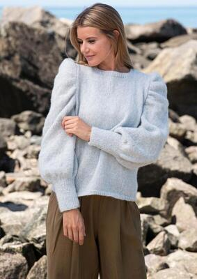 1816 Sweater with gathered top sleeve shaping