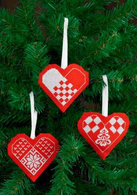 Embroidery Kit Christmas Hearts Red, 3 pcs